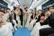 地铁集体婚礼